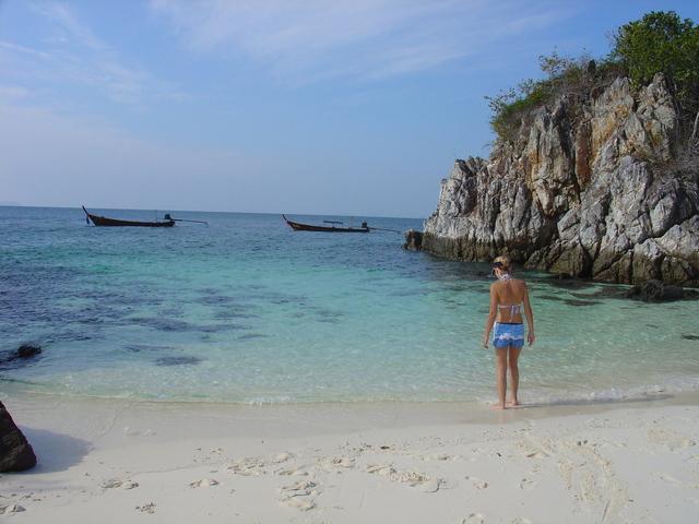 amazing-thailand-3-1534392-640x480