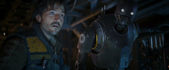 Rogue One: A Star Wars Story L to R: Cassian Andor (Diego Luna) and K-2SO (Alan Tudyk) Ph: Film Frame ILM/Lucasfilm ©2016 Lucasfilm Ltd. All Rights Reserved.